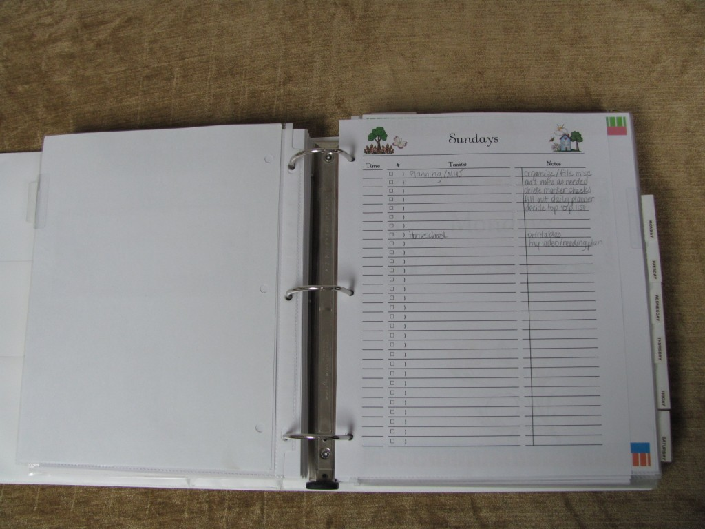 Make a Household Planner for Mom Notebook: Daily Checklists